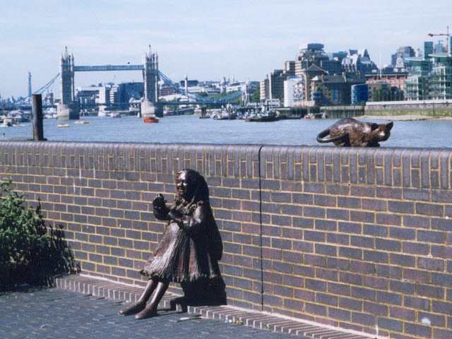 Miss_Salter_and_her_cat_-_geograph.org.uk_-_945232